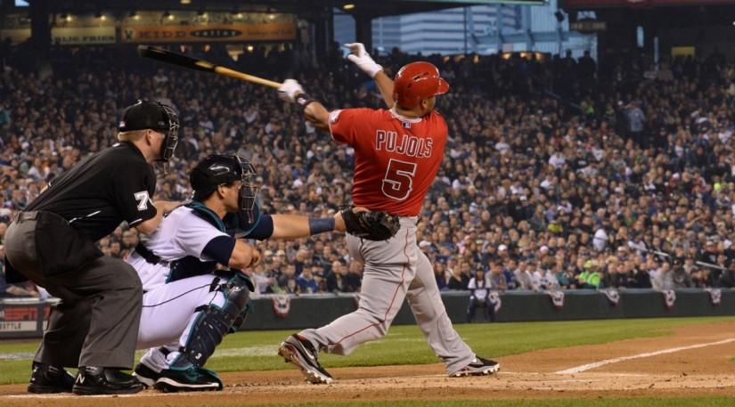 MLB Milestones: Albert3,000!